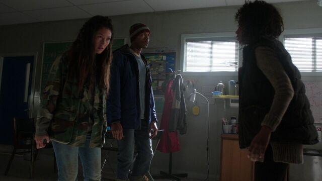 File:S01E09-Street-Fight-051-Katrina-Levi-Donna.jpg