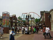 800px-Six Flags Over Georgia - Main gate