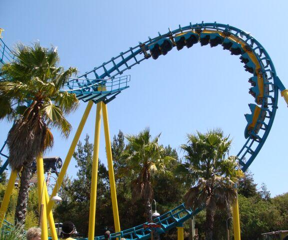 File:Boomerang Coast to Coaster (Six Flags Discovery Kingdom).jpg