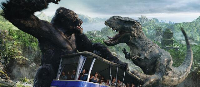 File:Studio Tour Kong dino over tram.jpeg