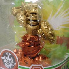 Extraña figura dorada y bronceada de Doom Stone
