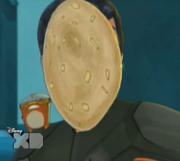 Eli z ciastem na twarzy