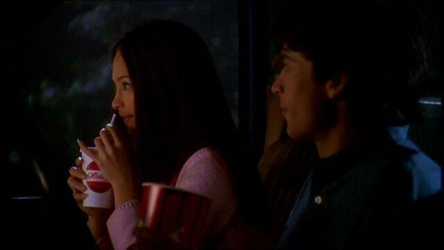 File:Clark and Lana (Smallville)2.jpg