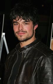 Actor-jesse-hutch-arrives-at-the-premiere-of-standing-st 002