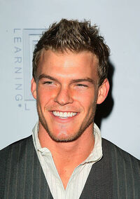 Actor-alan-ritchson-attends-the-first-celebrity-basketba 002