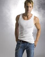 Justin-Hartley-6