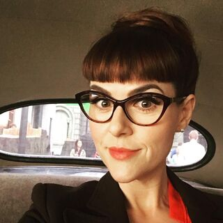 Sara Rue in the Snicket taxi behind the scenes for