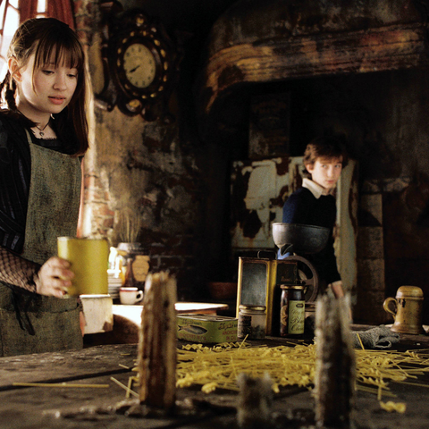 Violet gathering pasta in the movie.