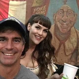 Sara Rue behind the scenes of