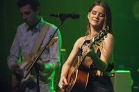 Maren-morris-performs-80s-mercedes-12-10-16