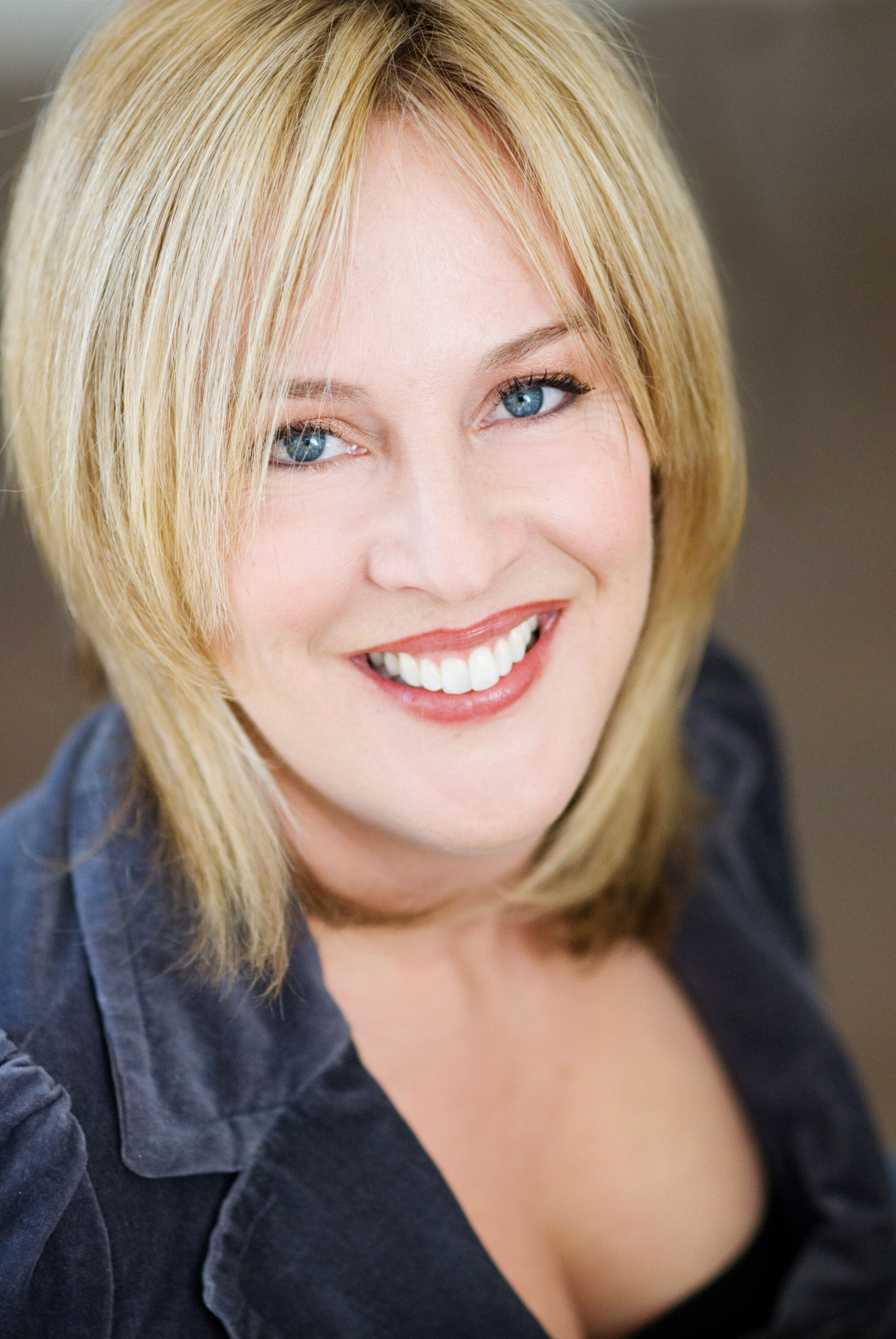 Melanie Hutsell | Satu...