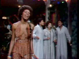 Martha-reeves-performs-higher-and-higher-12-20-75