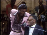 Ray-charles-performs-i-believe-in-my-soul-and-hit-the-road-jack-11-12-77