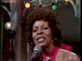 Martha-reeves-performs-silver-bells-12-20-75