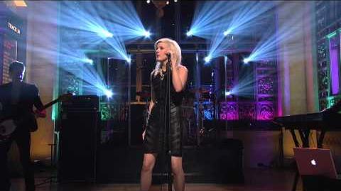 Ellie Goulding - Lights (Live on SNL)