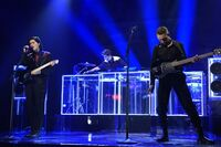 The-xx-performs-i-dare-you-11-19-6