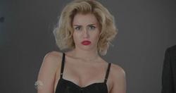 SNL Miley Cyrus - Scarlett Johansson