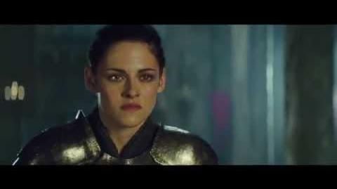 "Snow White And The Huntsman Clip - ""Snow White & The Queen Face Off"""