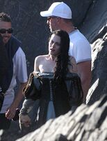 Kristen-stewart-snow-white-set-3-09292011-01-430x563