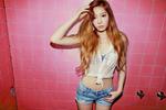 Girls%27_Generation-TTS_Taeyeon_Holler_promo_photo.png