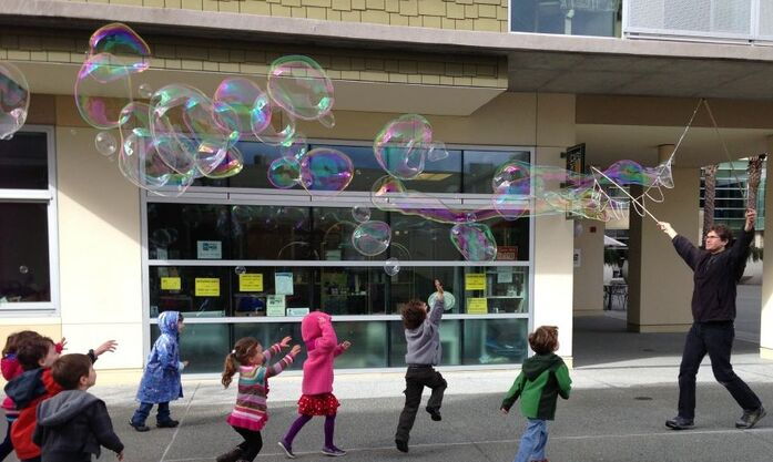 20130208 3955 jcc garland bubbles crop