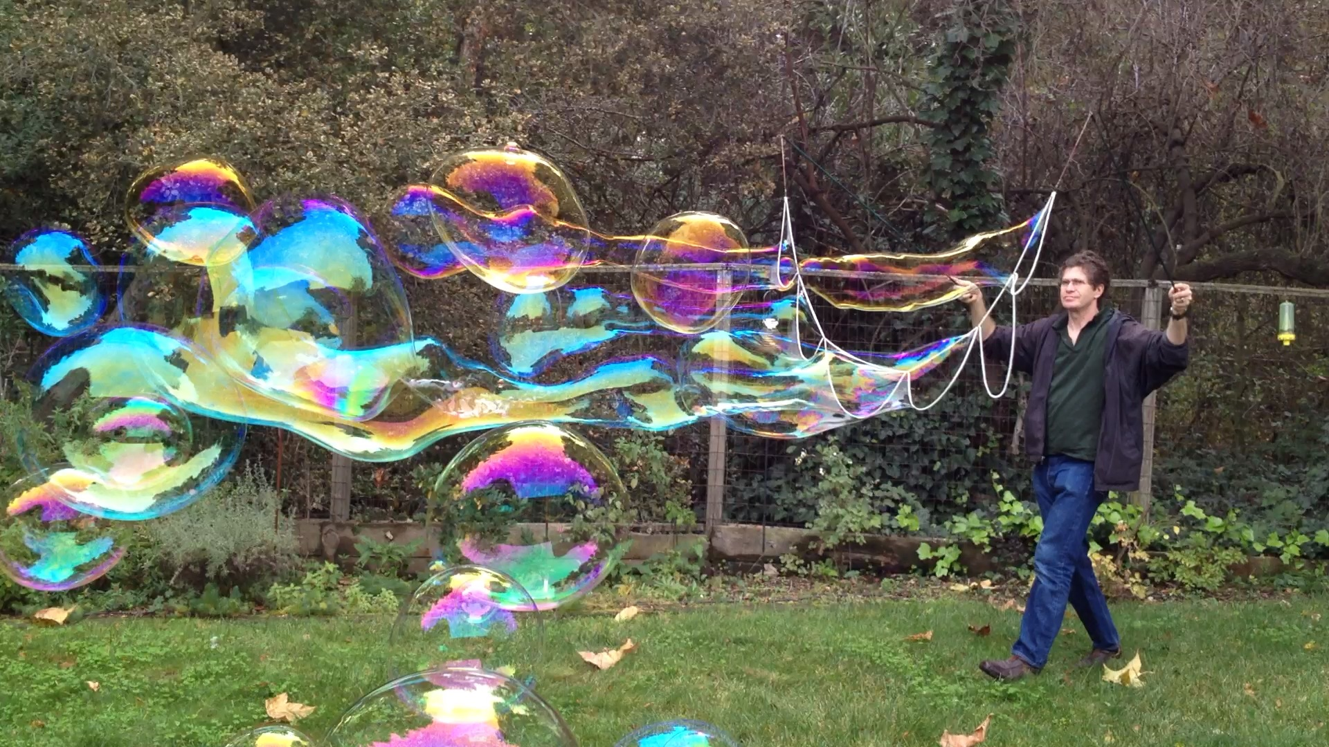 How to make big soap bubbles