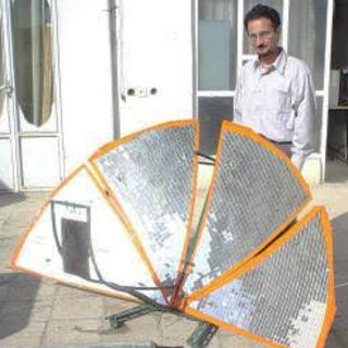 Amir demonstrates a parabolic with fan-style reflectors - <i>Photo credit: Amir Komarizade</i>]]