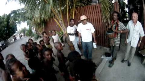 Orateur chanteur chanson sur le four solaire avec les enfants