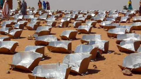 Les femmes réfugiées du Darfour cuisinent solaire