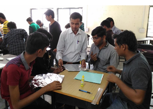 Alzubair Saiyed leads solar cooker workshop for engineering students, 11-28-16