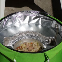 Orge cuite avec des légumes et des saucisses