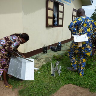 Unfolding and setting up the solar cooker
