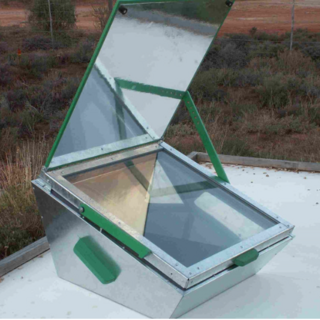 LAZOLA 2 solar box cooker <i>Photo credit: Calitzdorp Solar Cookers</i>