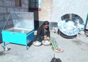 Kankombas solar cooker demonstration Zambia, 7-8-16