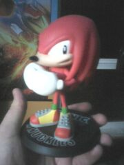 Knuckles statuette