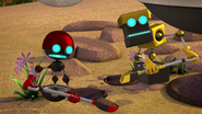 Orbot and Cubot with shovels