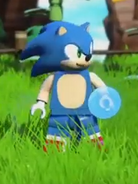 Lego Sonic holding a Chaos Emerald