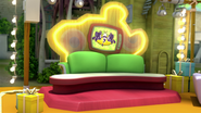S1E41 Couch prize 1