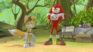 S1E31 Tails Knuckles