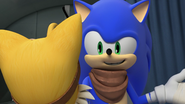 Sonic talking to Tails