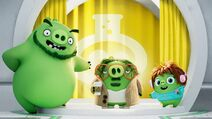 Angry-birds-movie-2-pig-characters-leonard-courtney-garry-uhdpaper.com-4K-1-wp.thumbnail