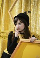 Санни во время скетча про Пчелу-Непоседу