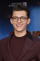 Tom+Holland+Premiere+Sony+Pictures+Spider+m8-a0OtiNTtl