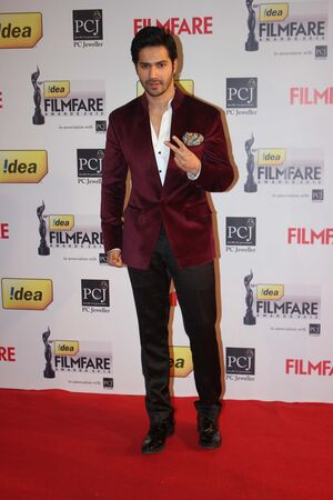 L590inozy7embmv5.D.0.Varun-Dhawan-on-red-carpet-of-58th-IDEA-FILMFARE-AWARDS-at-YRF-Studios-in-Mumbai