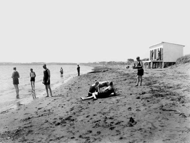 File:Souris Beach Swimmers 1928.jpg