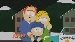 克雷格与父母正接受新闻采访,但克雷格却对着镜头竖中指