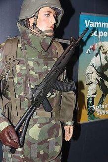 300px-Maneesi univormunäyttely 34 sotilas 1990-luku