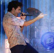 Matteo singing