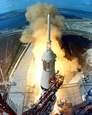 480px-Apollo 11 Launch2-1-