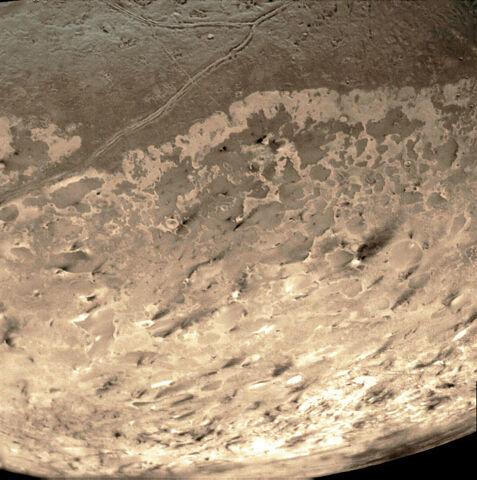 File:Voyager 2 Triton 14bg r90ccw colorized.jpg
